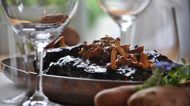 Жаркое с ароматом бузины – неплохой помощник в борьбе с голодом (myswitzerland.com)