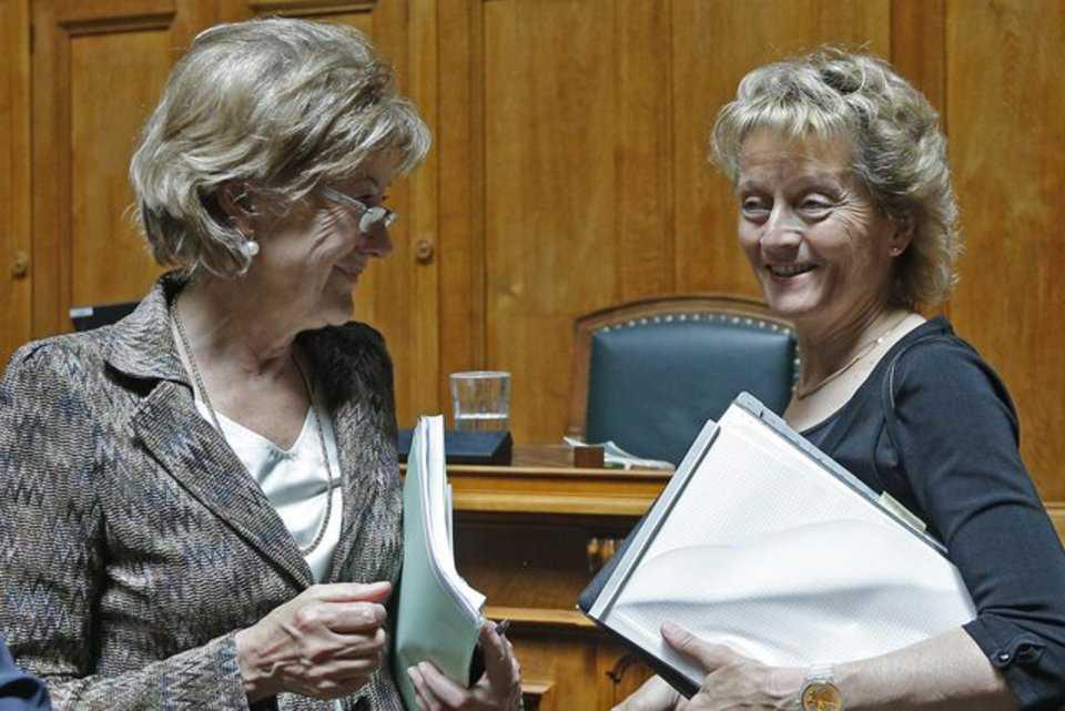 Эвелин Видмер-Шлумпф (справа) пока еще улыбается