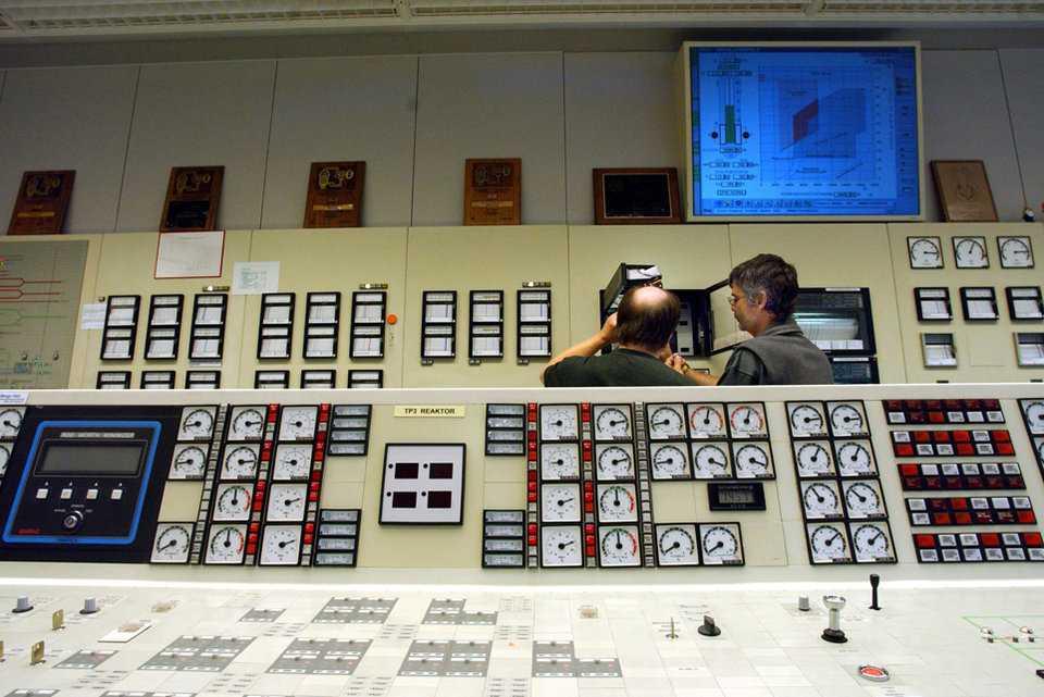Зал управления АЭС в Мюлеберге