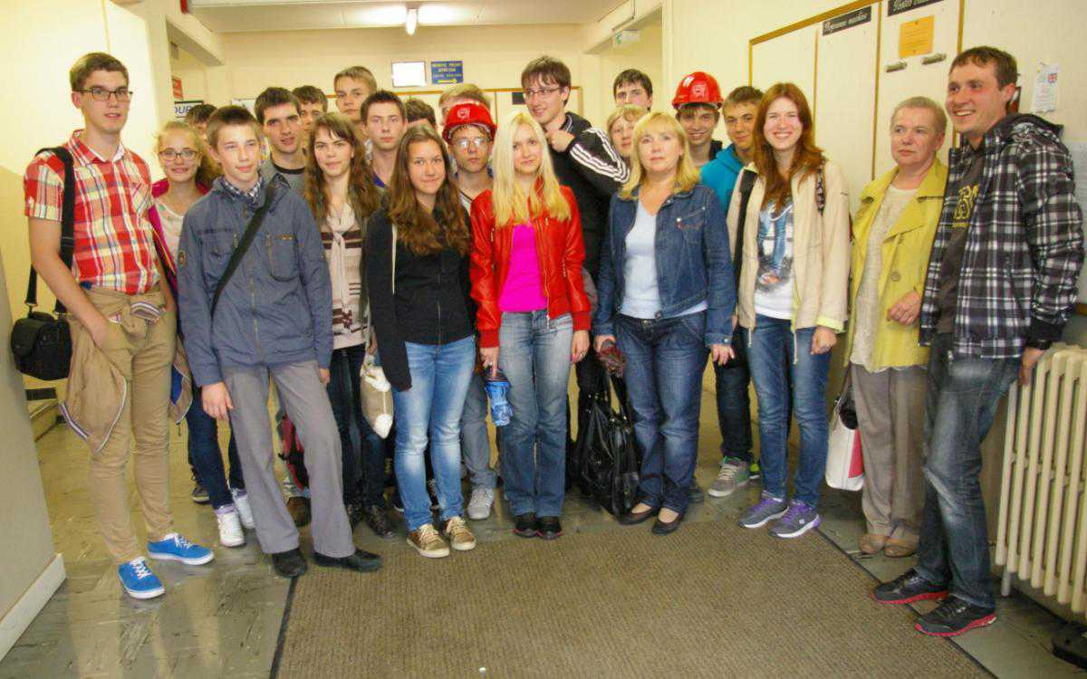 Ученики и учителя 33-й школы г. Ярославля в коридорах ЦЕРНа, Женева