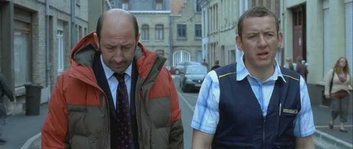 Кадр из фильма «Бобро поржаловать» (Bienvenue chez les ch'tis), в котором главному герою всего лишь пришлось переехать с Лазурного берега на север Франции