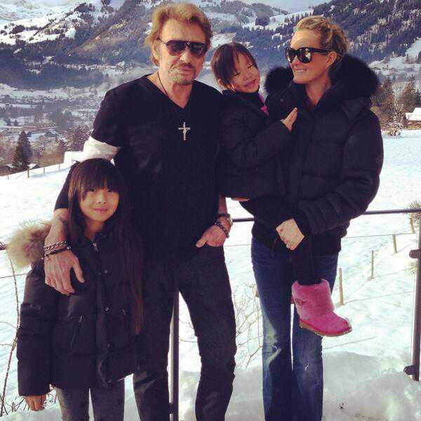 Джонни и Летиция Холлидей с дочерьми - дома?