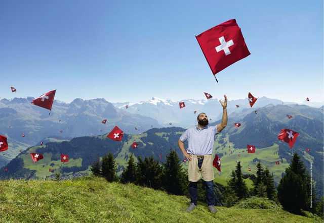 Себастьен Шабаль в роли швейцарского пастуха ©LDD/TDG