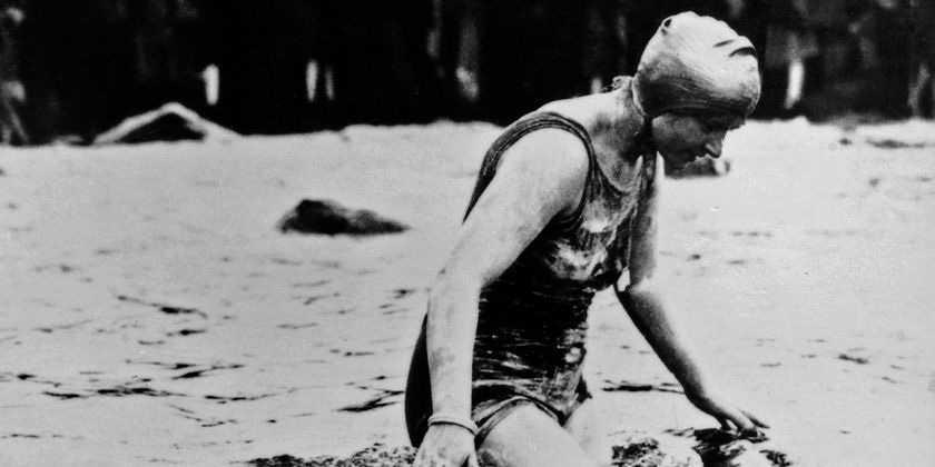 В 1927 году англичанка Мерседес Гляйтце пересекла Ла-Манш вплавь, подтвердив, что часы Rolex Oyster на ее руке были водонепроницаемы