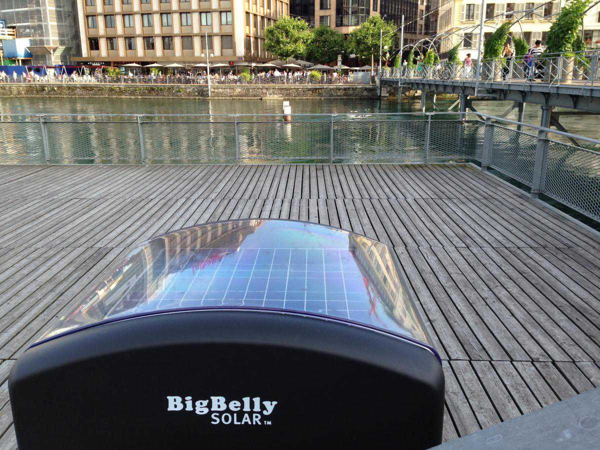 И солнечная батарея на крыше